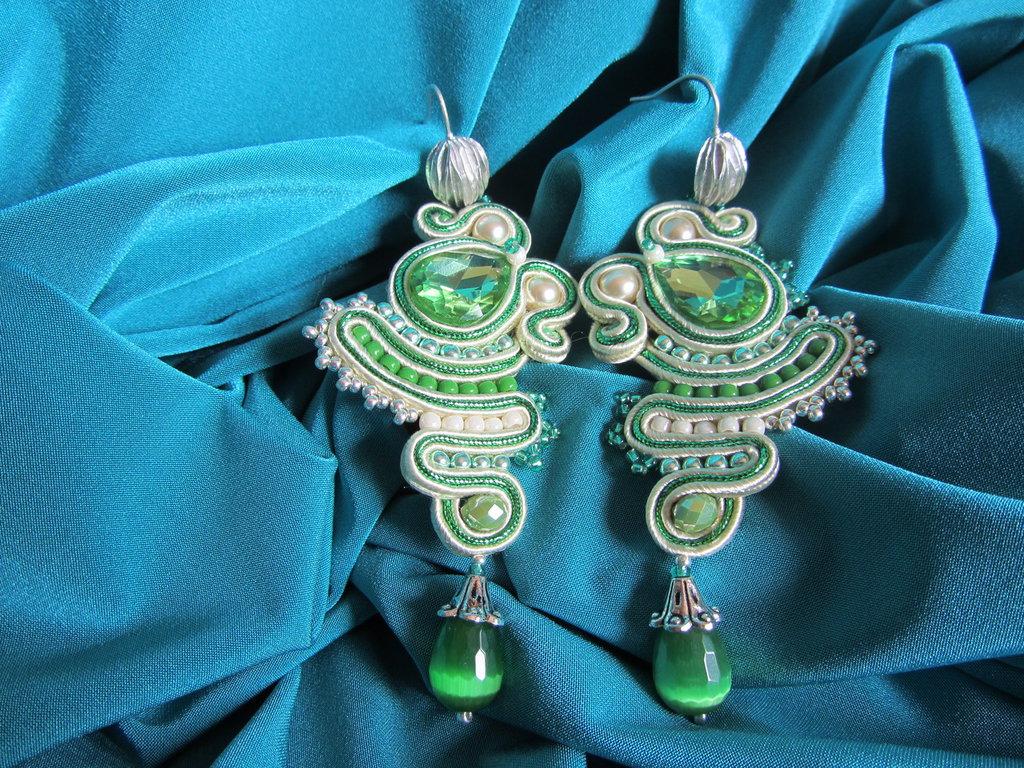 orecchini pendenti a soutache verde e beige