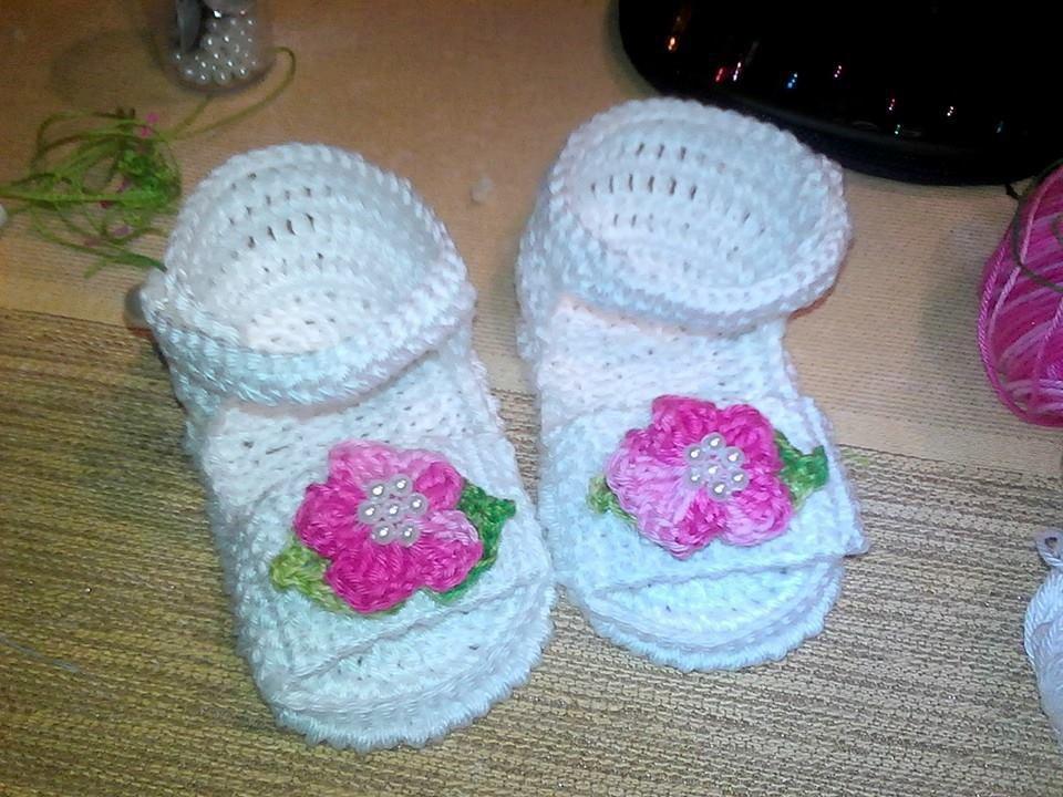 sandali bimba uncinetto con fiore e perline