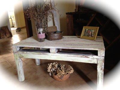 Tavolino in legno bianco
