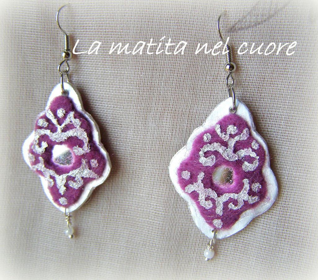 """Orecchini """"Sognando l'India"""" in feltro violetto, tetrapack, specchi e perline"""