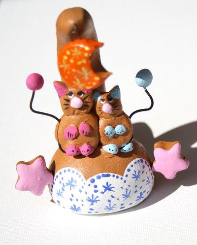 Bomboniera a fischietto con Gallo / Stella / gattini in terracotta