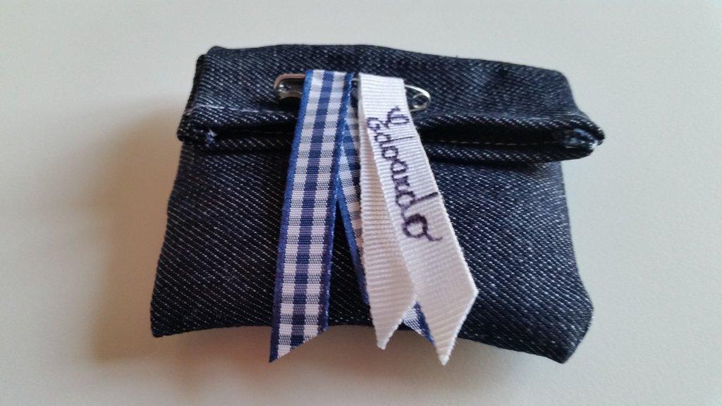 Simpatico sacchetto bomboniera in jeans