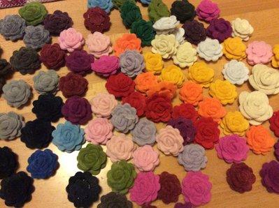 Rose in feltro colorate