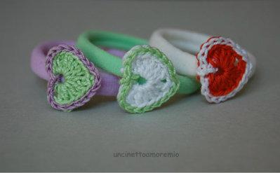 Tre elastici per capelli colorati con cuori ad uncinetto - per bambine, ragazze e donne
