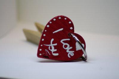 Portachiavi cuore in legno decorato a mano