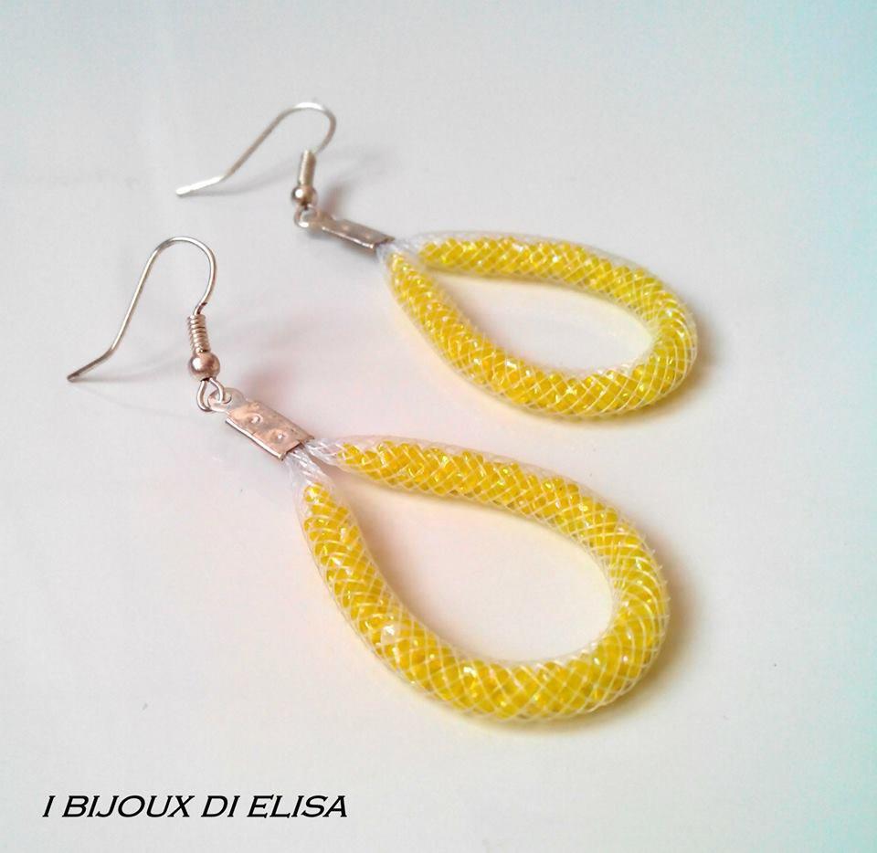 Orecchini tubo bianco e perline gialle