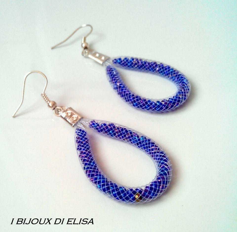 Orecchini tubo bianco e perline blu