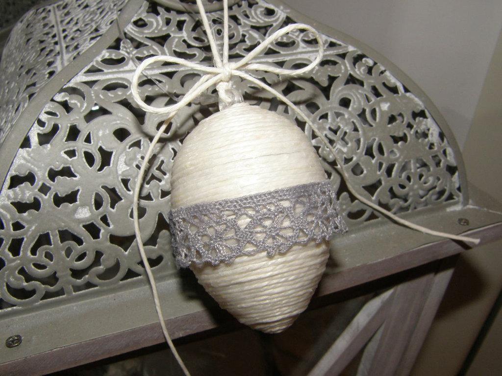Uovo di Pasqua di spago bianco, da stile Shabby