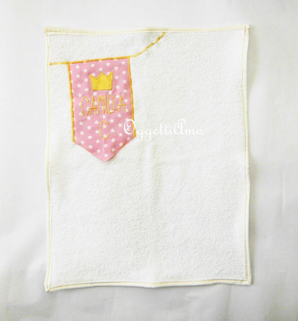 Asciugamani in morbida spugna 'Principesse': uno stendardo per il nome della vostra principessa!