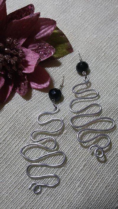 Orecchini Pendenti alluminio argento e pietra nera sfaccettata