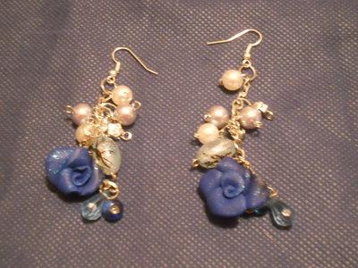 orecchini con rose in fimo