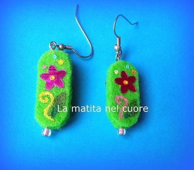 Orecchini feltro verde con paillette fiore a specchio fucsia e perlina rosa