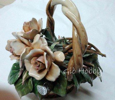 Cestino  di rose con manico  in ceramica Capodimonte