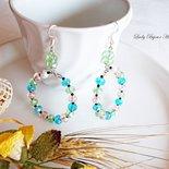 Orecchini lunghi con cerchi in cristallo sfaccettato verde, azzurro e rosa