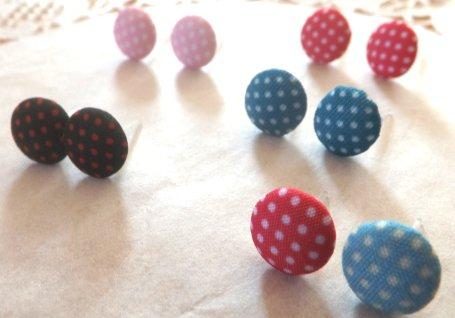 Orecchini a perno con bottone in stoffa idea regalo per lei