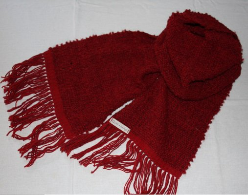 Sciarpa in lana bouclé rossa fatta a mano