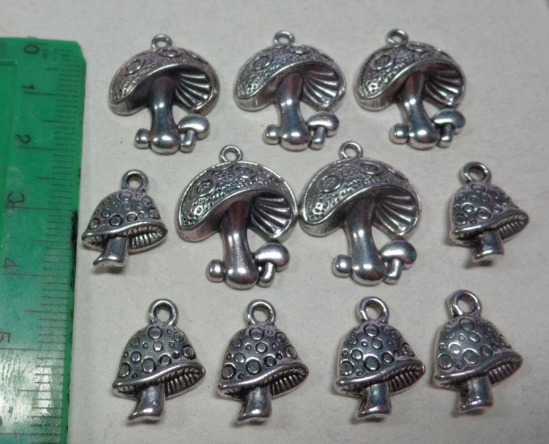 11 Ciondoli FUNGHETTI in Argento Tibetano