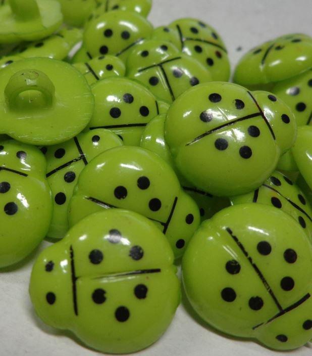 12 Bottoni in acrilico COCCINELLA colore VERDE ACIDO