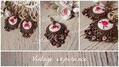 Orecchini pendenti vintage style tono bronzo, orecchini in fimo, pendente vintage, orecchini chabby, decorati con rosa smaltata