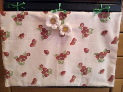 Copriforno fragoline con fiori