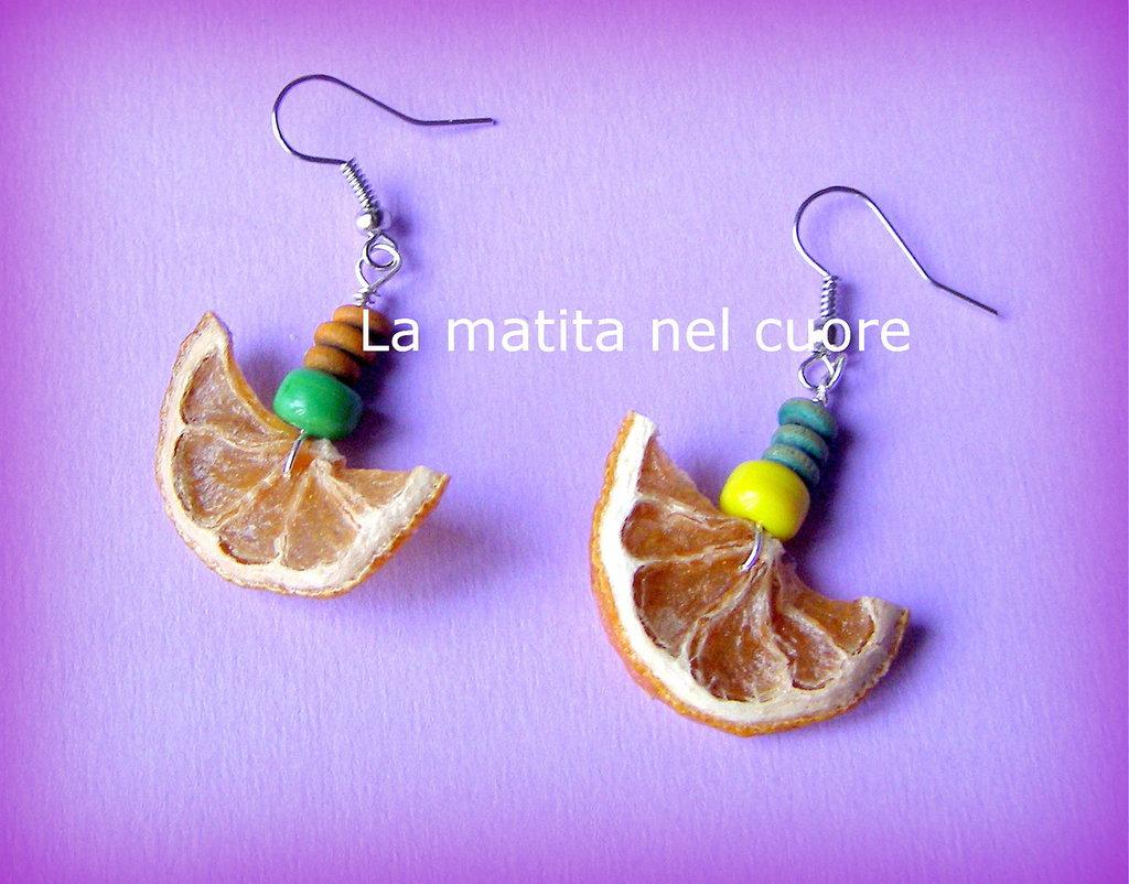 Orecchini spicchi di limone e perle verdi e gialle