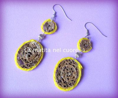 Orecchini pendente tondo e ovale cartone e corda gialla