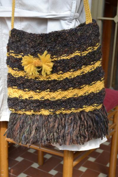 Borsa di lana a tracolla color marrone con giallo