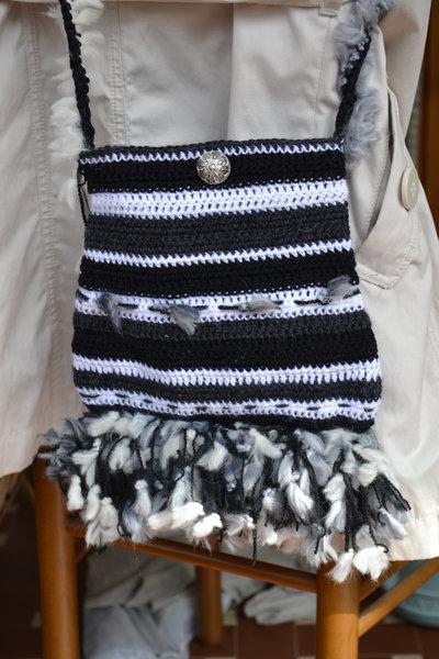 Borsa di lana a tracolla color bianco e nero
