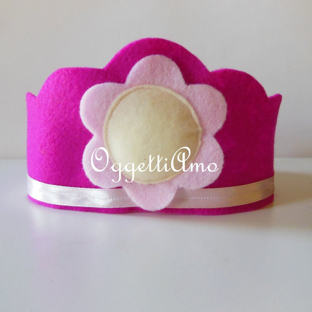 Corone in feltro per le piccole principesse invitate al compleanno della vostra babina: un gadget che non di menticheranno!
