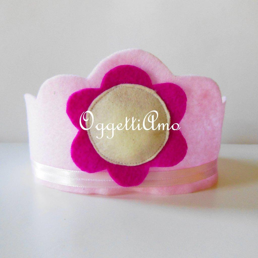 Coroncine rosa in pannolenci per il compleanno della vostra principessa: del feltro renderà speciale la sua festa!