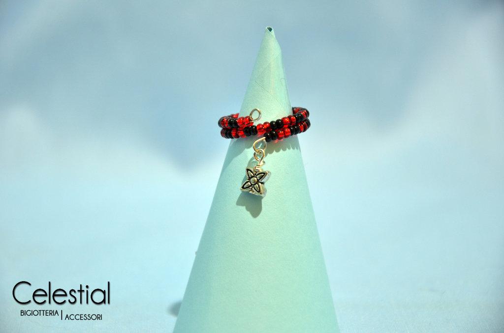 Anello molla rosso/nero con fiorellino