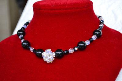 Collier con sfera Swarovski e perle nere