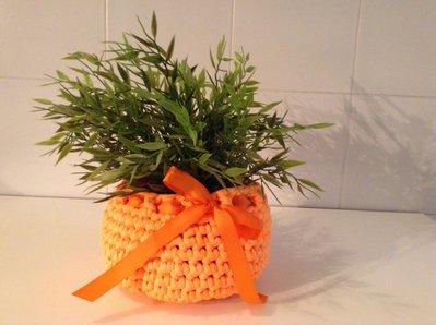 Cestino arancio in fettuccia.....idea regalo