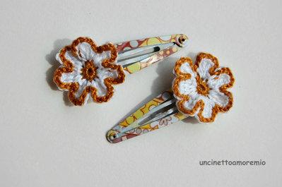 Coppia mollette per capelli a clip con decorazione fiore bianco e senape ad uncinetto - accessori per bambine, per ragazze, per donne