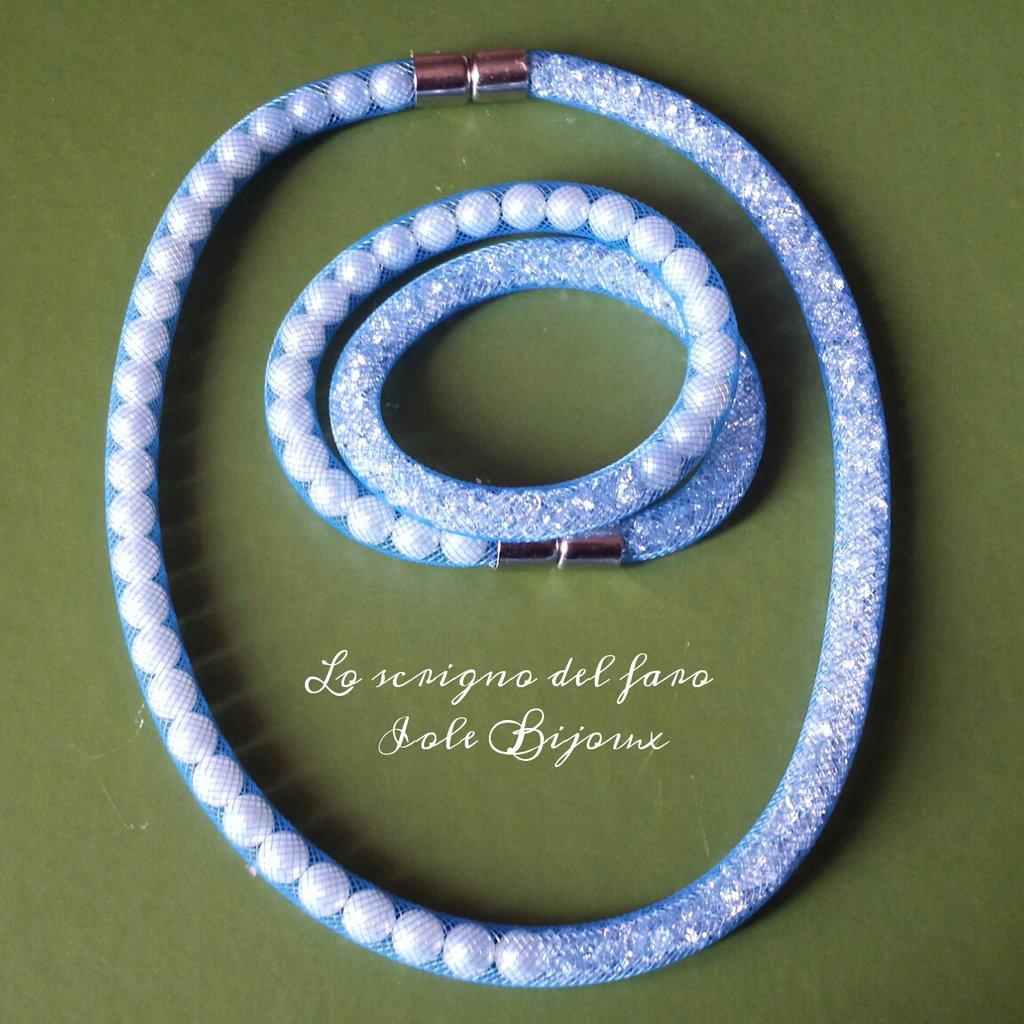 Collana e bracciale stile Stardust rete tubolare azzurra con perle e strass
