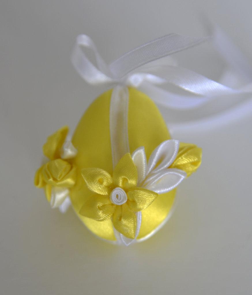 Uovo di Pasqua kanzashi giallo piccolo