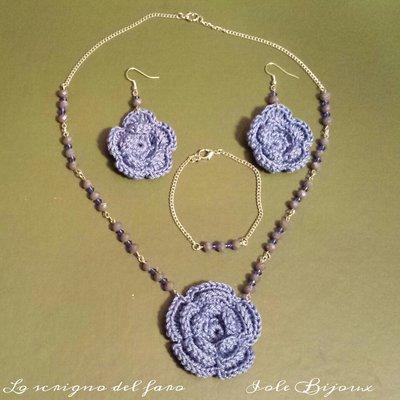Collana fiore uncinetto azzurro con orecchini e bracciale abbinati