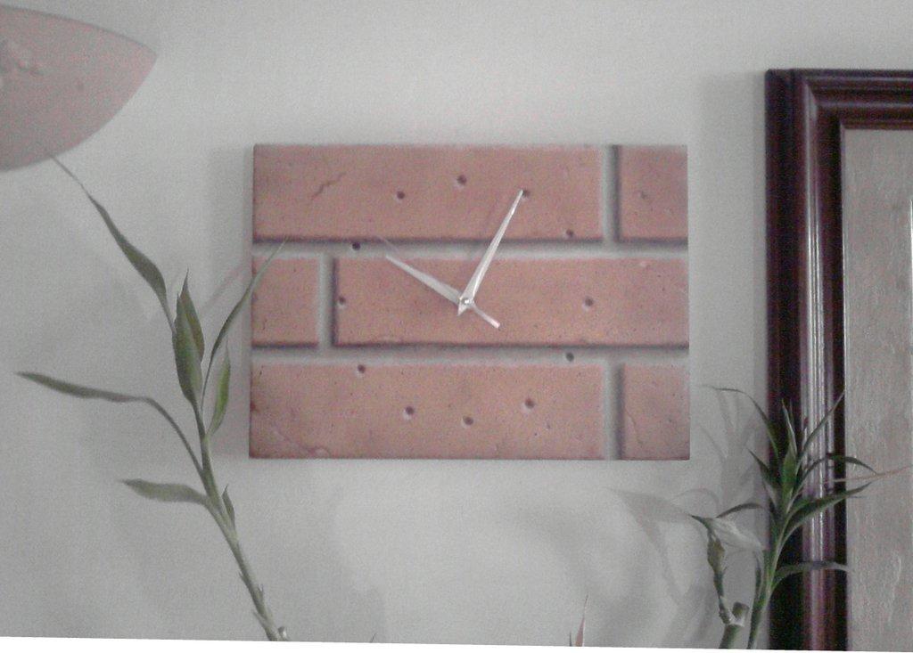"""""""Mattoni"""":Orologio da parete aerografato"""