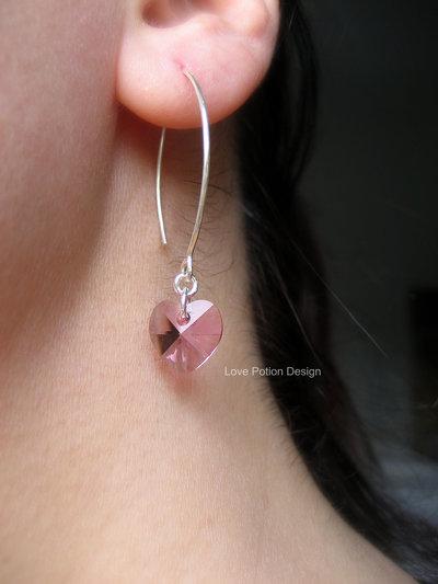 Orecchini in Argento 925 con Cuore Swaroski. Sterling Silver Hoop Earrings with Pink Swaroski Heart. Spedizione Gratuita.