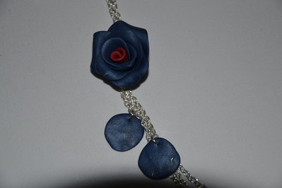 Collana in Fimo - Rosa blu con cuore rosso  - fatta a mano