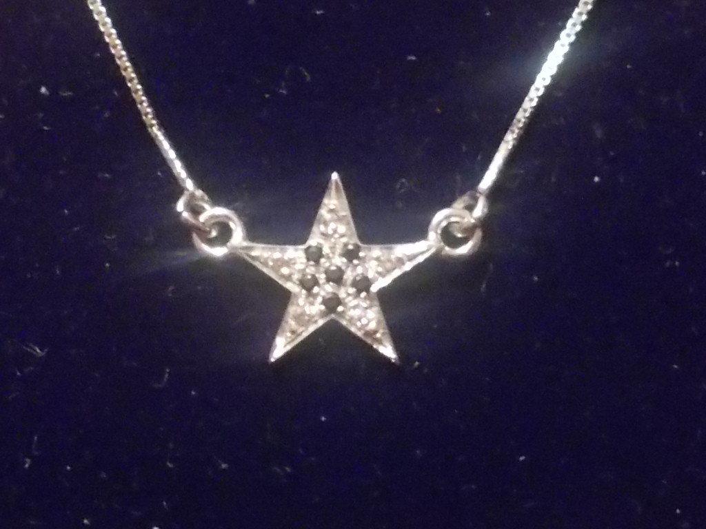 Collana stella  in argento e zirconi bianchi e neri.