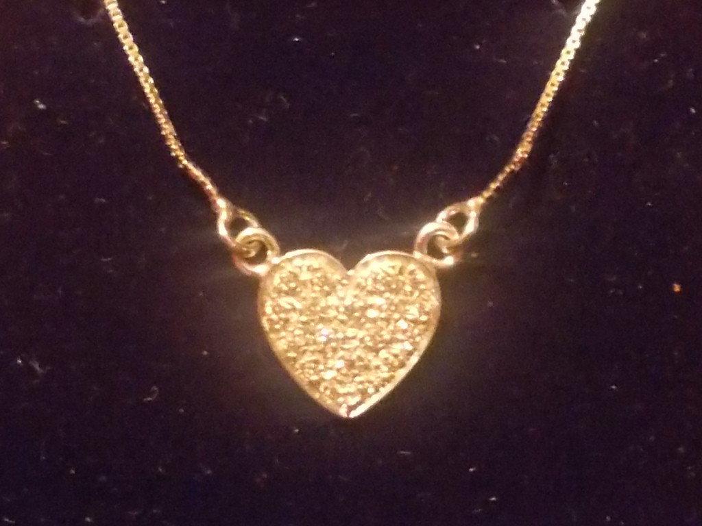 Collana cuore  in argento e zirconi bianchi.