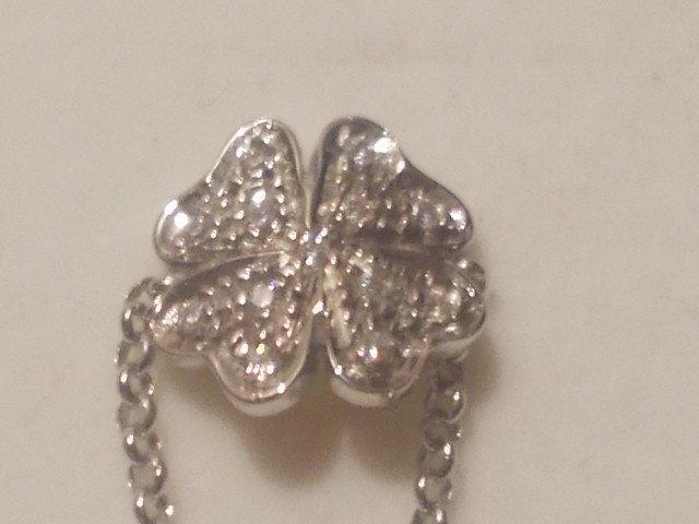 Anello fiore in argento 925 e Cubic Zirconia bianchi.