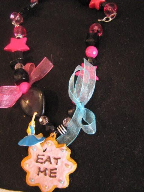 "collana edizione limitata ""alice in the wonderland"""