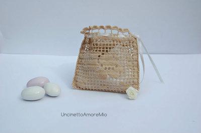 Bomboniera matrimonio ad uncinetto filet - sacchettino portaconfetti con disegno di rosa