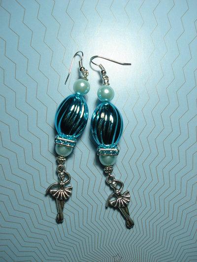 orecchini azzurri con ballerina