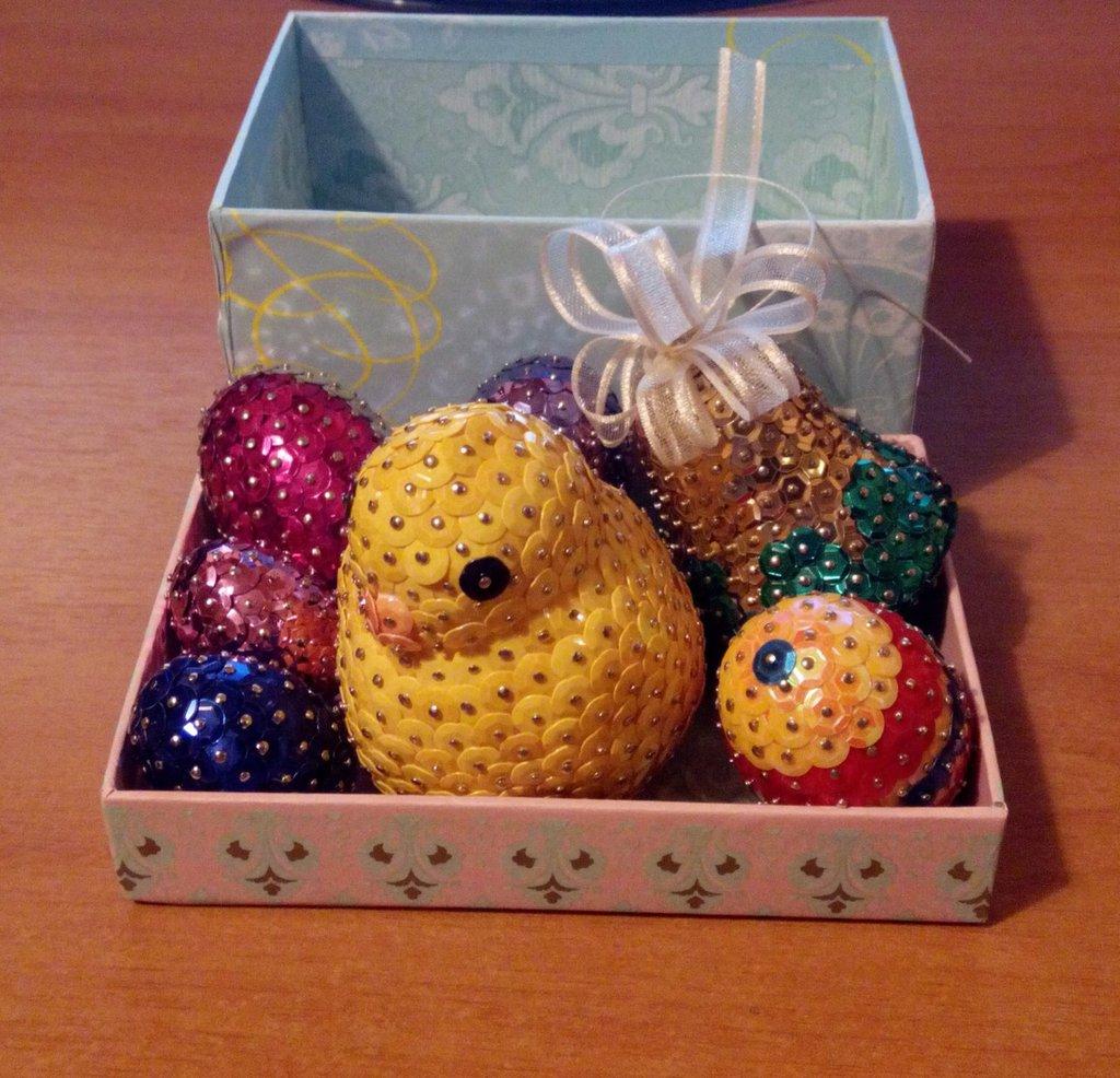 Set di Pasqua (pulcino, 5 uova e campana)