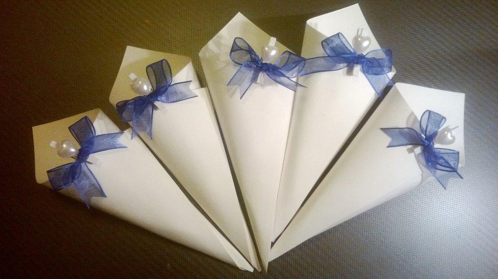 coni riso confettata artigianali con molletta cuore fiocco blu