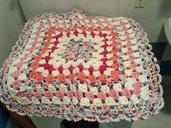 Tappeto colorato in fettuccia per cameretta