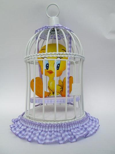 Grazioso uccellino in gabbia